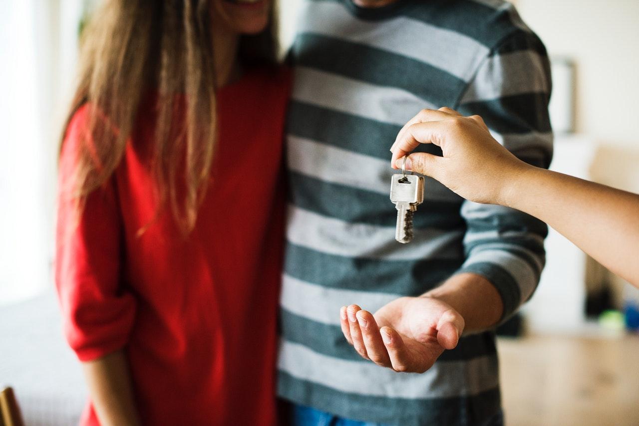 Kto płaci podatek od sprzedaży nieruchomości i jaki on jest?