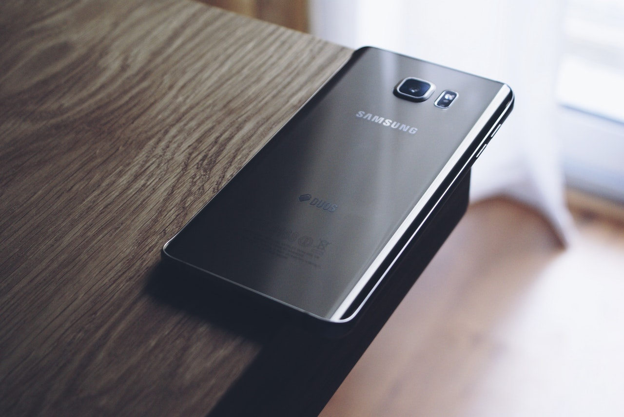 Jak uchronić swój telefon służbowy przed uszkodzeniem?