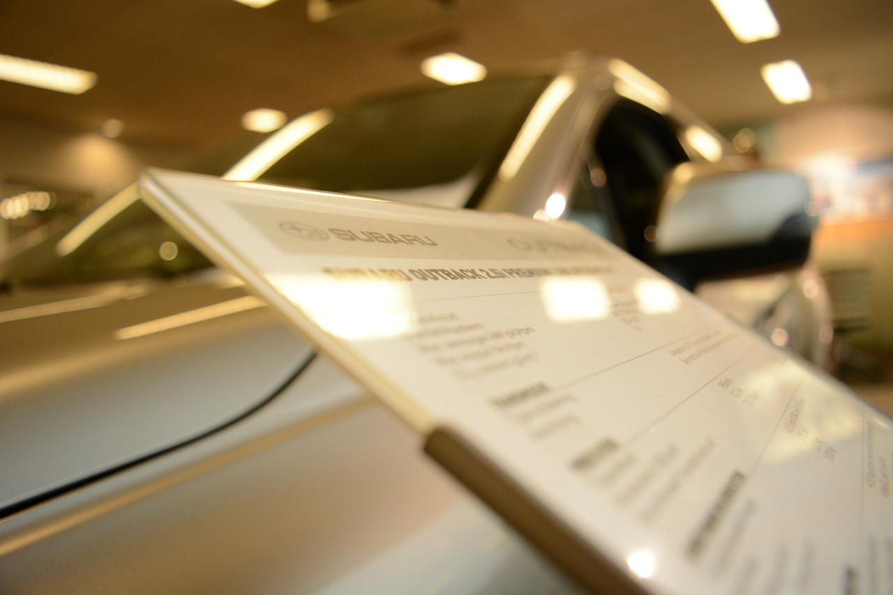 Jak negocjować cenę samochodu w salonie?