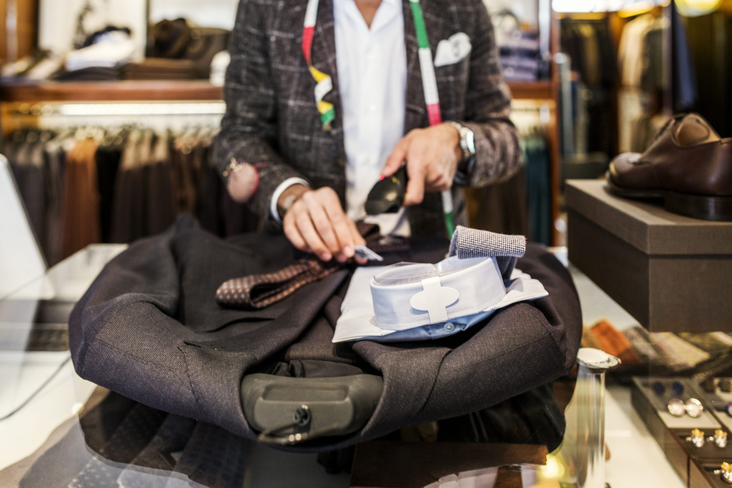 Kolorowe skarpetki – idealny element stylizacji biznesowych